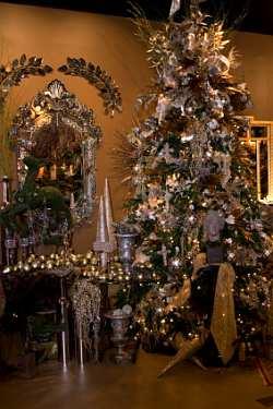 roomenvy - scary Christmas tree