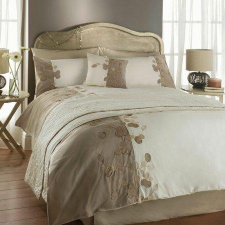 romenvy - golden accents bedroom