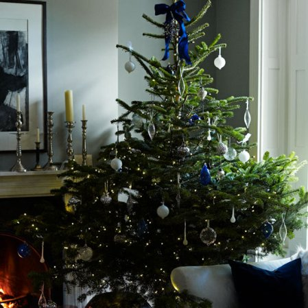 roomenvy - 'lust-worthy' contemporary Christmas tree