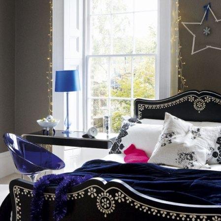 roomenvy - deep shades dramatic Christmas bedroom