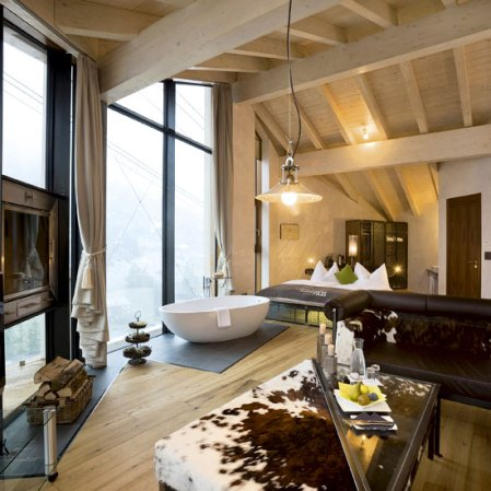 roomenvy - luxurious bedroom escape in the mountains