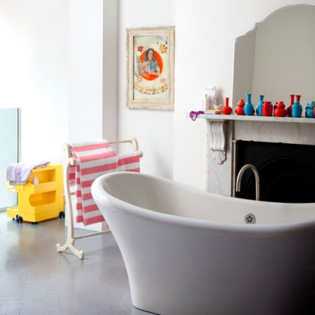 roomenvy - white bathroom with colourful twists