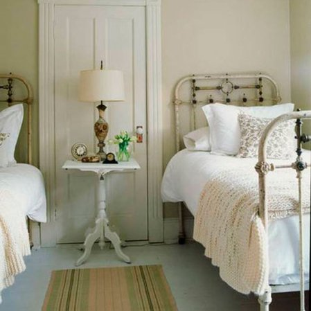 roomenvy - pretty guest bedroom