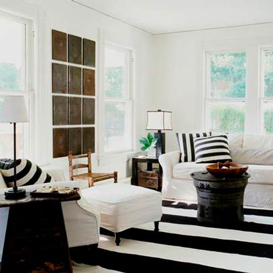 Modern-living-room-with-white-black-striped-carpet-pillows-white-cosy-furnitures-walls-and-decorations