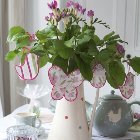 roomenvy - stylish Easter centrepiece
