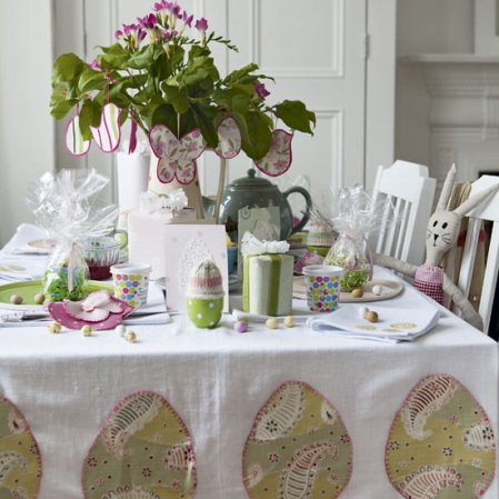 roomenvy - pretty Easter table setting