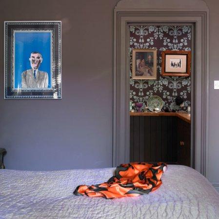roomenvy - elegant wallpaper ensuite bathroom