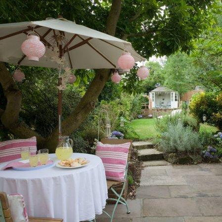 roomenvy - pretty country garden