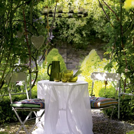 roomenvy - garden dining area