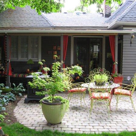 roomenvy - cute garden patio