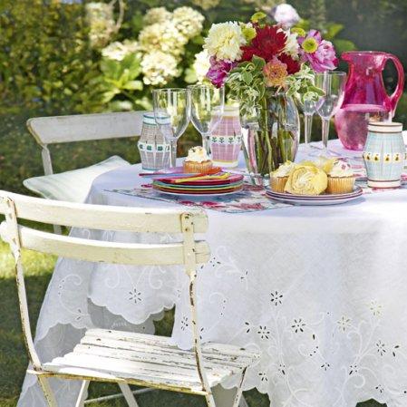roomenvy - pretty alfresco dining table