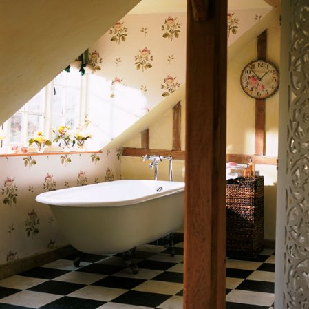 roomenvy - vintage rose wallpaper bathroom
