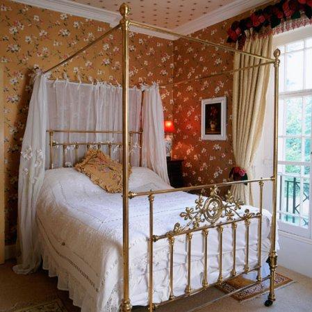 roomenvy - vintage rose wallpaper bedroom