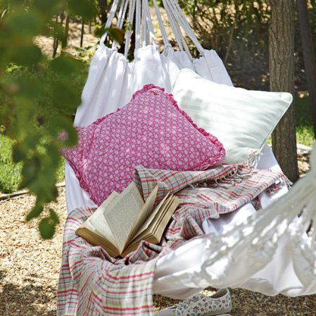 roomenvy - blissful garden hammock