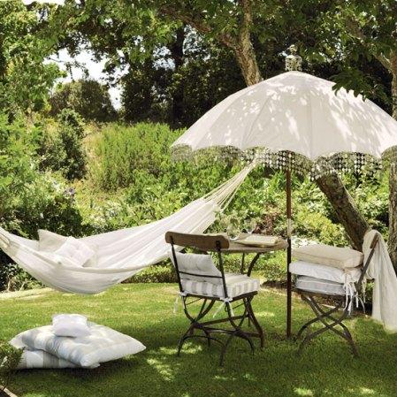 roomenvy - exotic relaxed garden