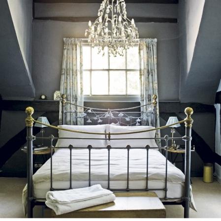 Grand bedroom - Summer of Love - Roomenvy