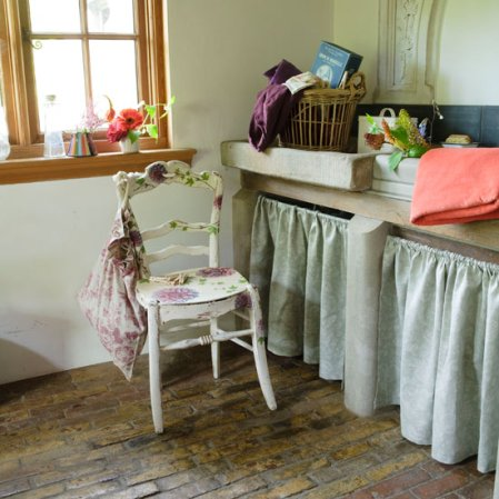 roomenvy - country-style laundry room