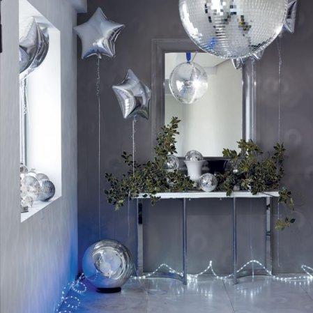 Blue and silver | Christmas hallway | Christmas ideas | Livingetc | Roomenvy