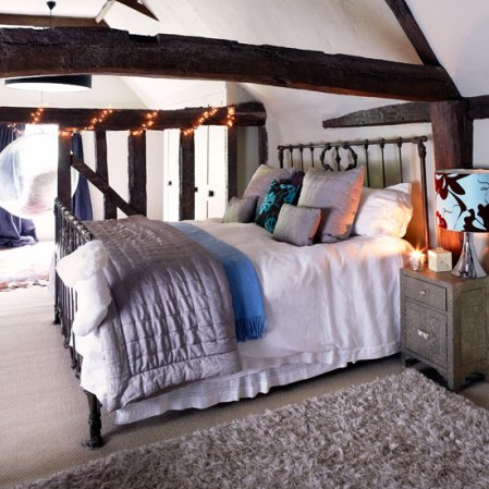 Country Christmas home | Christmas bedroom | Country Homes & Interiors | Roomenvy