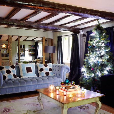 Country Christmas home | Christmas living room | Country Homes & Interiors | Roomenvy