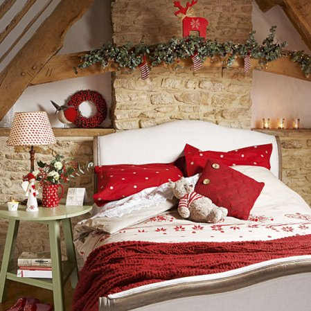 Homemade Christmas | Christmas bedroom | Country Homes & Interiors | Roomenvy
