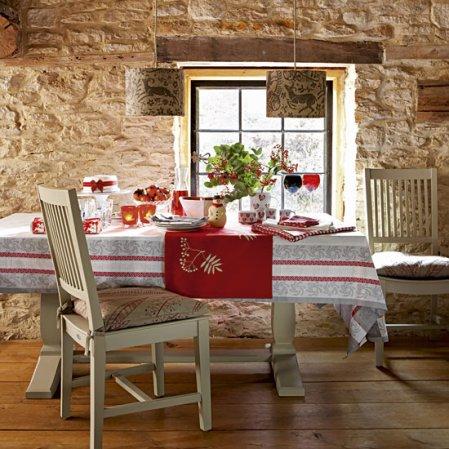 Homemade Christmas | Christmas dining room | Country Homes & Interiors | Roomenvy