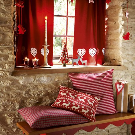 homemade-christmas-christmas-hallway-country-homes-interiors-roomenvy