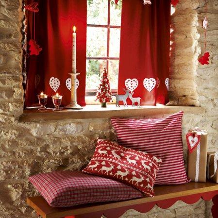 homemade-christmas-christmas-hallway-country-homes-interiors-roomenvy