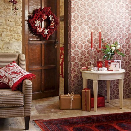 Homemade Christmas | Christmas hallways | Country Homes & Interiors | Roomenvy