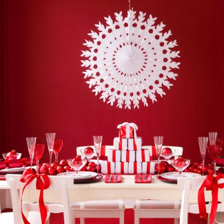 Ruby red Christmas | Christmas dining rooms | Ideal Home | Roomenvy