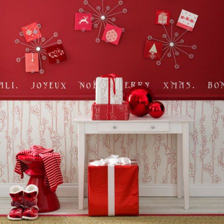 Ruby red Christmas | Christmas hallway | Ideal Home | Roomenvy