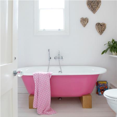 Pink statement bath | freestanding bath ideas | modern bathroom ideas | decorating with colour | roomenvy
