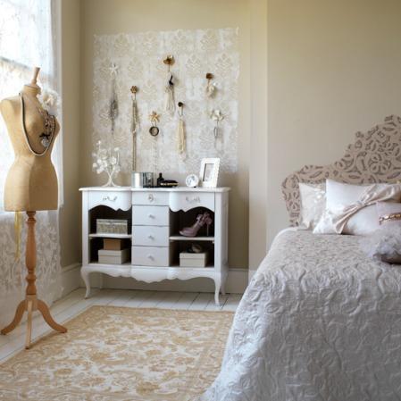 Vintage bedroom decorating idea