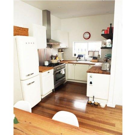 ds-katiequinn-white-kitchen-smeg